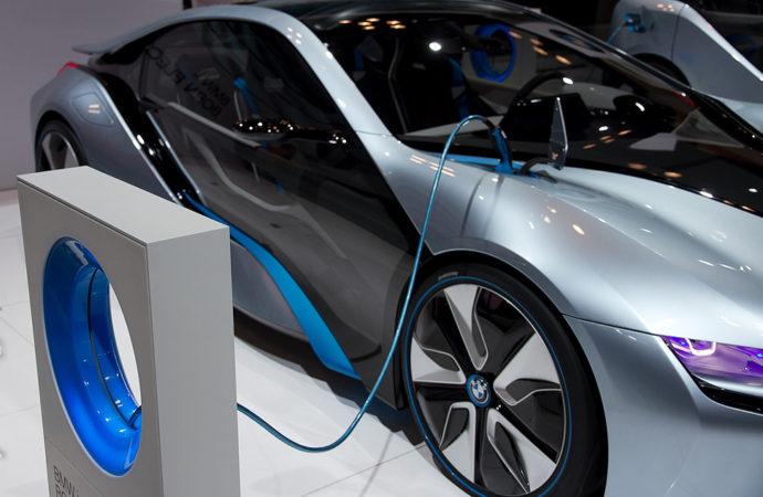 Mobilità green: avanza ovunque l'auto elettrica