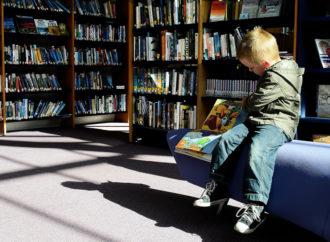 Leggere, un'arte coltivata in biblioteca e in Lombardia